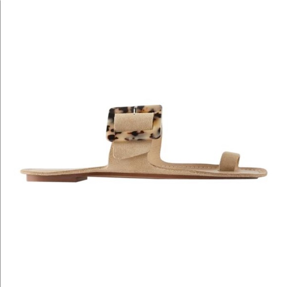 FLAT LEATHER SANDALS WITH TORTOISESHELL BUCKLE